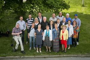 Årets semesterpratare presenterades utanför Gnistan i Örnsköldsvik den 15 juni. De flesta var samlade.
