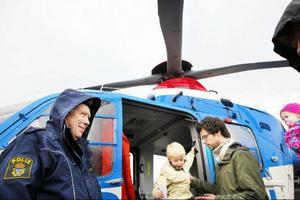 David Näsström har fått provsitta polishelikoptern.