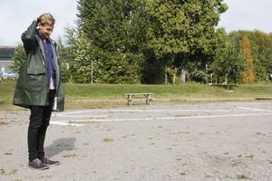 Kritmarkeringarna i Johan Jutterströms installation finns även utanför Konstkrafts lokal.