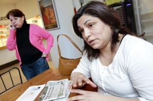 Maria Lopez får just ett samtal från sin son som ringer för att höra att allt är bra. Edith Molina berättar att hon haft tur – båda hennes föräldrar och syskon i Chile har klarat sig bra i jordbävningskatastrofen.