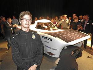 William Nilsson ingår i Solar Team på Mälardalens högskola. Bilden är från presentationen av bilen i maj i år.