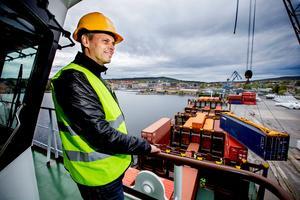 Johan Steen och Delta terminal är tillbaka i Härnösands hamn. Det var i vintras som hamnoperatören  lämnade hamnen när det blev känt att Ocean Gala skulla lägga till där.
