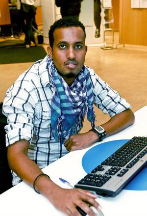 – Det låter bra. Jag har några bekanta som jobbar inom fiskeindustrin i Norge, själv söker jag restaurangjobb och städjobb. Jag kan också jobba som bagare, i butik eller köra ut pizza,  säger Hamse Ahmed Khadar.