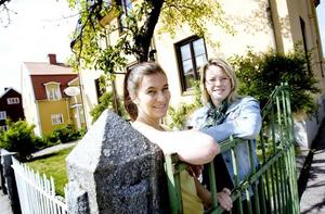 HUSFRU. I sommar har Kristin Eidhagen, till höger, engagerat Ingela Sundin, Gästrike lärling, som husfru.