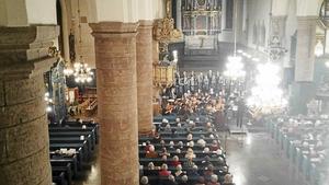 Falu Kristinekör, Dalarnas orkesterförening under ledning av Henrik Alinder tillsammans med fyra solister gav konsert i Kristine kyrka.