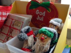 Fynd. Det går att fynda loppisprylar - billigt. Som träskedar, skivor - och julsaker.