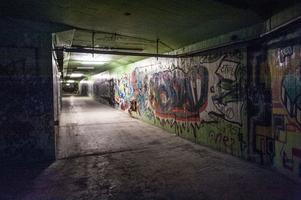 Graffti dominerar många väggar. Här en nedgång. Mariaberget har många nivåer.