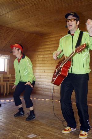Smultron och sång från Sundsvall vet hur man ska slå an tonen och få med sig alla på noterna.