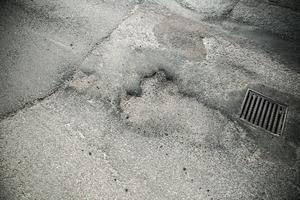 Vem bär ansvaret för Faluns dåliga gator? Det undrar signaturen Cyklist.