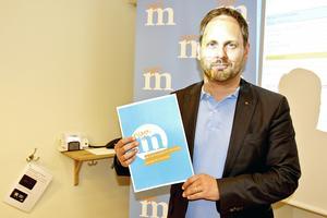 Sundsvalls kommuns oppositionsråd Jörgen Berglund (M) presenterar Moderaternas budgetförslag där ett av målen är att minska kommunens fastighetsinnehav samt att öka andelen andra aktörer inom kommunal verksamhet.