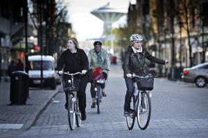 I centrala Örebro. Högerregeln gäller även cyklister, påminner Lena Sannerholt