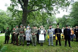 Gästrike militärhistoriska förening minde om forna tider när de visade upp gamla uniformer från förr.