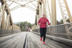 Glada och hurtiga löpare på Mankellbron.