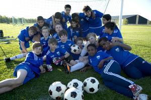 Att fotbollen är en viktig del för att integrera ungdomar är Ope Zlatan ett bra bevis på. I laget pratas hela sex olika språk. Förutom Sverige kommer spelarna från bland annat Palestina, Eritrea och Afghanistan.