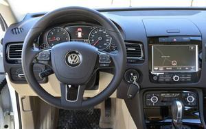 Lite tråkig men välstädad och funktionell förarplats gäller alla modeller från Volkswagen.