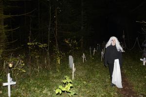 På ett ställe vakade det här spöket över kyrkogården.