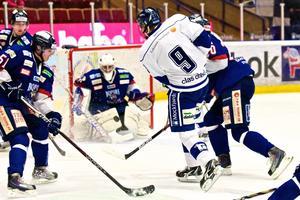 Jacob de la Rose gör 3-0 mot BIK Karlskoga.