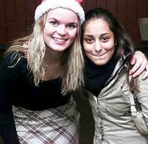 Foto: Tomas Jakobsson Två riktiga kompisar. Viktoria Tuveson och Shiva Mahani fick pris av sina kamrater på Nynässkolan.
