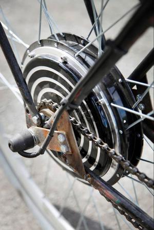 Själva elmotorn ryms i den här dosan på baknavet. Motorn ger motsvarande 1,3 hästkrafter vilket räcker till topphastigheter kring60 kilometer i timmen.