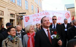 Statsminister Stefan Löfven och fru Ulla Löfven i årets 1:a maj tåg.