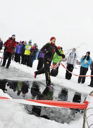 Anna Johansson hörde till de modiga som kastade sig i isvaken när iskunskap stod på schemat.