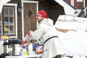Morgan Alling alias Rudolf Andersson ser till att fylla på med näring.