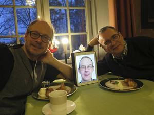 Larry Forsberg och Sven-Inge Sjöberg firade på Forsbacka Wärdshus med friterad banan och glass.