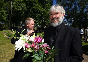 Prisad. Pingstpastor Peter Halldorf (t v) tog igår emot Wallinpriset av Svenska kyrkans ärkebiskop Anders Wejryd (t h).
