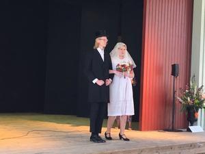 Vita brudklänningar och lite kortare kjolar gjorde entré under 1920-talet.