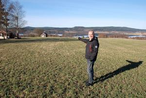 Bertil Jonssons önskan om att stycka av fyra tomter på egen mark avslogs i Samhällsbyggnadsnämnden med hänvisning till att man vill värna om jordbruksmarken i Västerhus.