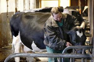 Kenneth Joelsson är en i raden av många generationer mjölkbönder. Nu ska han syssla med skogsbruk.