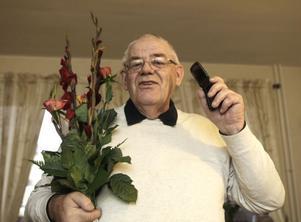Det blev många telefonsamtal på Göte Nordhs mobiltelefon i går sedan Skånska Dagbladet i en egen annons av misstag uppgav Götes mobilnummer. Under eftermiddagen blev det en bukett blommor som plåster på såren.