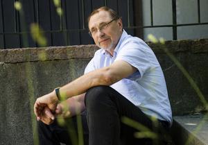Grundaren. 1970 grundade Stig Edling Pockettidningen R tillsammans med Hans Nestius.