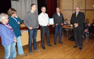 Kommunchef Anders Andersson fick dela ut diplom till personer som utmärkt sig för goda insatser under den höga vårfloden, från vänster Irene Tängmark, Eva Pettersson, Richard Persson, Jörgen Pettersson och Stefan Jönsson.