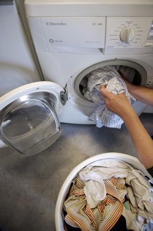Tänkbart. Samhall eller andra sociala företag skulle kunna utföra jobb som exempelvis tvättning, och på så sätt frigöra kvalificerad vårdpersonal, skriver Maria Lindelöf.foto: scanpix