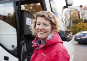 Christina Wahlbäck från Valbo trivs med att dagspendla till jobbet på Ericsson i Kista. Nu oroar hon sig för att bli av med jobbet.
