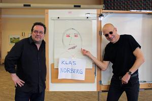 Fredrik Högberg och Anders Högström, med ett teckningsporträtt av frånvarande Klas Norberg.