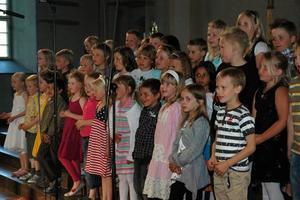 LEDIN. Klass F-2 på Rabo skola framförde ett medley med Tomas Ledin-låtar.