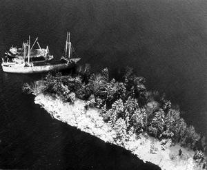 Catrin. Ön Hästskär mellan Hallingen och Fogdö blev Catrins fall. Vid ett annat tillfälle var Catrin nära att kollidera med ett tankfartyg.Fotodatum: 19721115