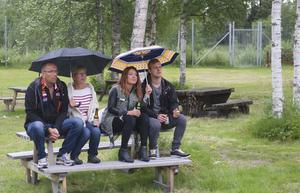 Det kom några droppar regn i början av Frans uppträdande.