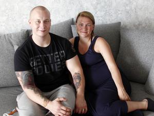 Efter en tuff tid ser Robert Norrbom och Lina Ohlsson fram emot att bli föräldrar om några veckor.