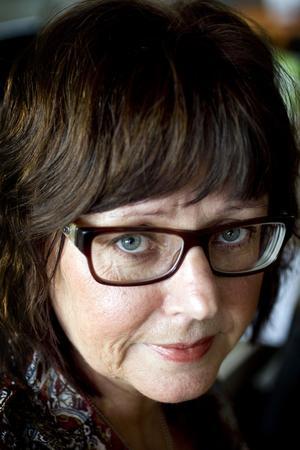 I tio års tid har Rose-Marie Bergmark kämpat med en obotlig orkeslöshet. Hon har den gåtfulla sjukdomen ME/CFS, kroniskt trötthetssyndrom.