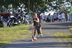 Sparkcykel. Amadeus Dahlström, fyra år, tog sig fram smidigt med en egen tvåhjuling.
