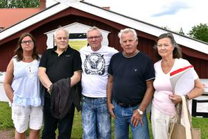Birgitta Åslund-Jansson, Jan Eriksson, Kjell Tenn, Sven Emanuelsson och Maria Emanuelsson är några av de boende i Evertsberg som klagar över postgången.