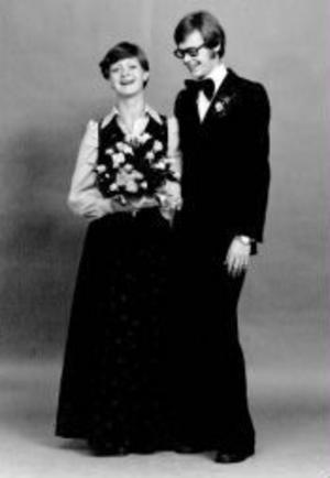 Kerstin Frånlund Lidén och Anders Lidén, Österlo, Stöde, firar i dag pärlbröllop. De vigdes den 1 november 1975. Högtidsdagen firas tillsammans med de tre sönerna och deras flickvänner.