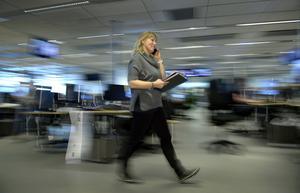 Kvinnor är mer stressade än män i dagens samhälle, bland annat på grund av dubbelarbete dels på jobbet, dels hemma.