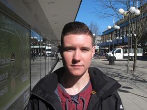 Robin Nilsson, 25, bilvårdare, Grusåsen:– Jag brukar försöka undvika kontanter, det är så mycket smidigare med kort. Men det var nog i helgen när jag var på kryssning. Då är det bättre med kontanter.