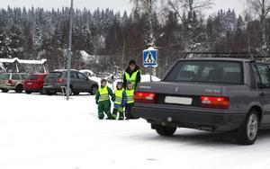 Krav på trafiksäkerhetsåtgärder vid Bäsna skola har rests under flera år och av såväl kommunen som föräldrar. Foto: Seth Jansson/DT