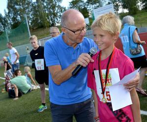 Bosse Lövgren blir intervjuad av Peter Lidholm.