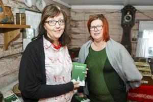 Malin Palmqvist och Sara Swedenmark med sin nya bok,